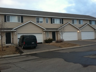 3 Br Townhomes With 2 Full Baths In Mankato 3 Bedroom